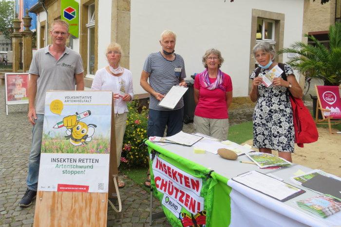 Die Aktiven des BUND Warendorf sammelten Unterschriften für die Volksinitiative Artenvielfalt.